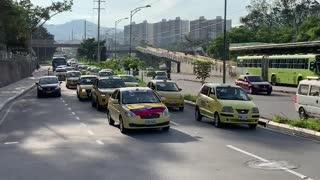 Video: Avanza 'Plan tortuga' de taxistas en Bucaramanga