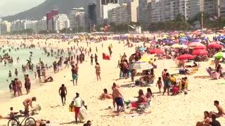 Las playas brasileñas se llenan de personas en plena pandemia por coronavirus