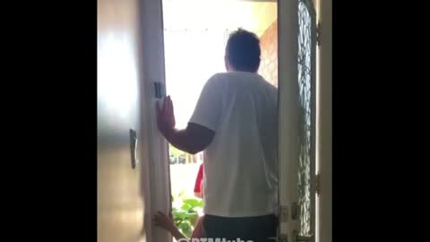 Canadian Man Epically SHREDS Trudeau's Liberal doorknockers