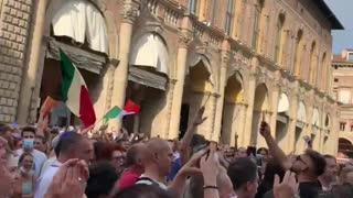 Bologna Piazza Duomo messaggio per Mario Draghi
