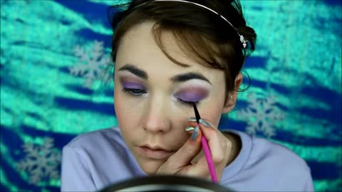 Incredible Makeup Tutorial Transforms Artist Into Queen Elsa From Frozen