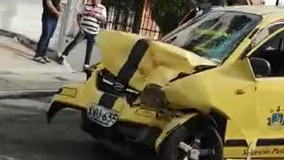 Tres personas resultaron heridas tras fuerte accidente en Bucaramanga