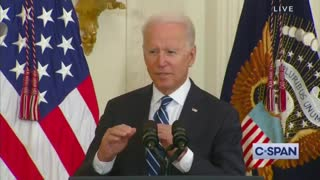Biden Tries to Swear in New Immigrants But Can't Speak a Coherent Sentence!!!!