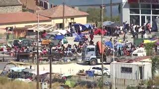 Miles de migrantes en Moria protestan contra el nuevo campo de refugiados