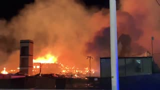 Las Vegas apartment building completely burns to the ground