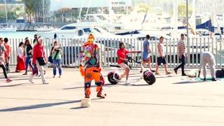 "Funny Street Performer ""KARCOCHA"" In Barcelona"