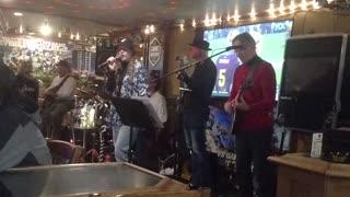 Kenz singing 4