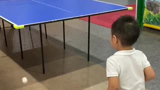 Kelvin play table tennis