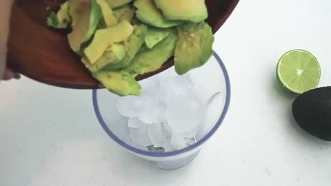 How to Make an Avocado Smoothie- ketogenic | Keto diet | The BEST KETO