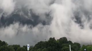 Spectacular Shelf Cloud Approaching