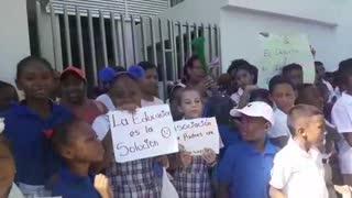 Comunidad estudiantil del Instituto Rochy exige pago de becas