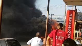 Ônibus pega fogo, por falta de extintor