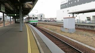 JR Hokkaido Diesel car arriving