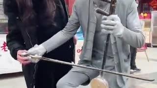 Sculpture Performer public Video funny
