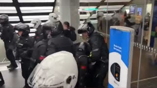 French Police beat up citizens for shopping without vaxpassport