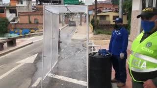 Video: La máquina 'espanta coronavirus' que instalaron en Lebrija, Santander
