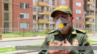 Policía colombiana baila al ritmo de zumba