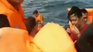 LIVE VIDEO OF SINKING BOAT.PASSENGERS BEGGING FOR HELP