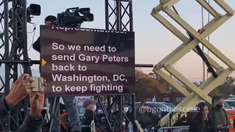 Teleprompter Joe in action! 🤣