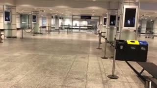 Pas grand monde à l'aéroport YUL Montréal Qc Canada ce matin