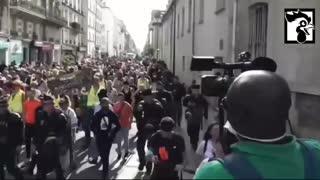 Paris Protesters Against Vaccine Passports, Converge Upon Parliament