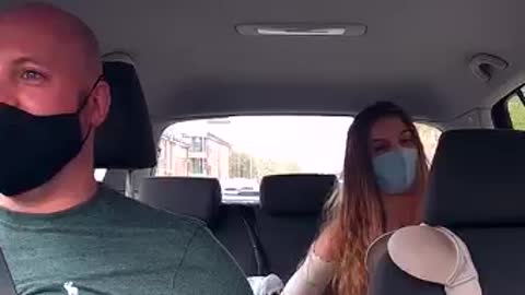woman gets naked in a taxi and asks the driver not to look at her body. look at his reaction