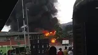 Fuerte explosión en bodegas de Girón