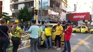 Protesta de taxistas en la carrera 15 con calle 36