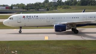 Delta Airlines Airbus A321 Flt 976 landing at St. Louis Lambert Intl Airport