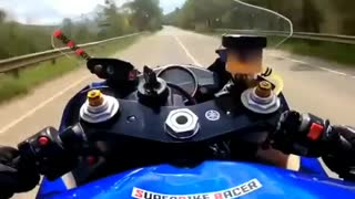 Insane motorcyclist speeding on the highway!
