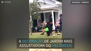 Decoração de jardim aterroriza vizinhos durante o Halloween