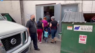 Illegal migrants flooding the US and nobody says a thing ! WATCH - SHARE