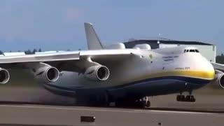AN-225 landing