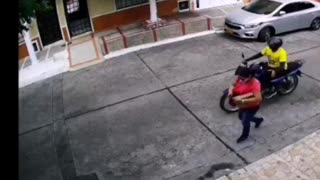 Video: Mujer fue arrastrada durante un hurto en Barrancabermeja