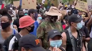 Protesters spread the love with the National Guard