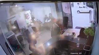 Video: A punta de gritos evitaron robo masivo en Bucaramanga 2