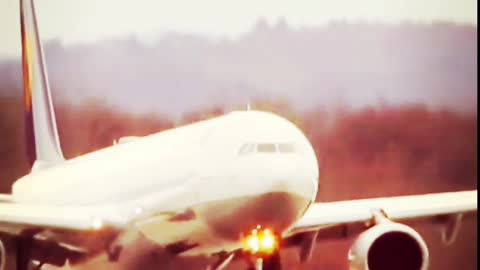 Airplane extreme landings, Airbus and Boeing planes in dangerous situations #Shorts