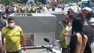 Comunidad de Rionegro destruyó el peaje