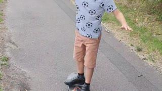 Kid makes rookie error on skateboard!