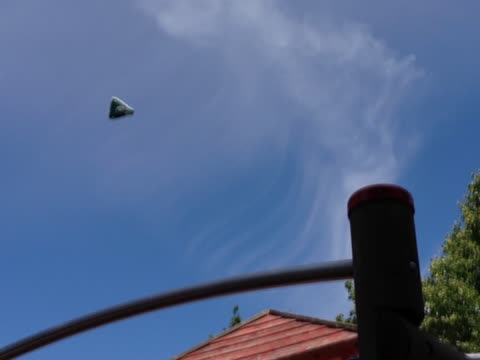 Triangular UFO over Kassel, Germany on June 26, 2014