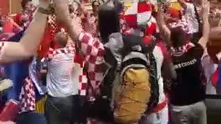 Hrvatski navijači prije Argentine