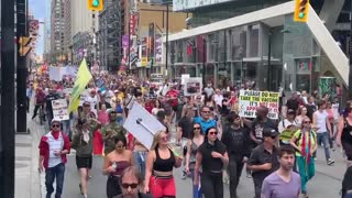 Canada, Toronto Record smashing crowd at Freedom Rally protesting Lockdown Guidelines