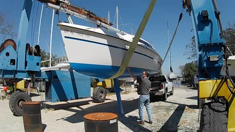 """Ep. 2 - Hunter 23.5 """"Spray N Wash"""" - Side trip for bottom paint."""