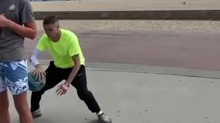 Amazing basket baller showing skills 😎
