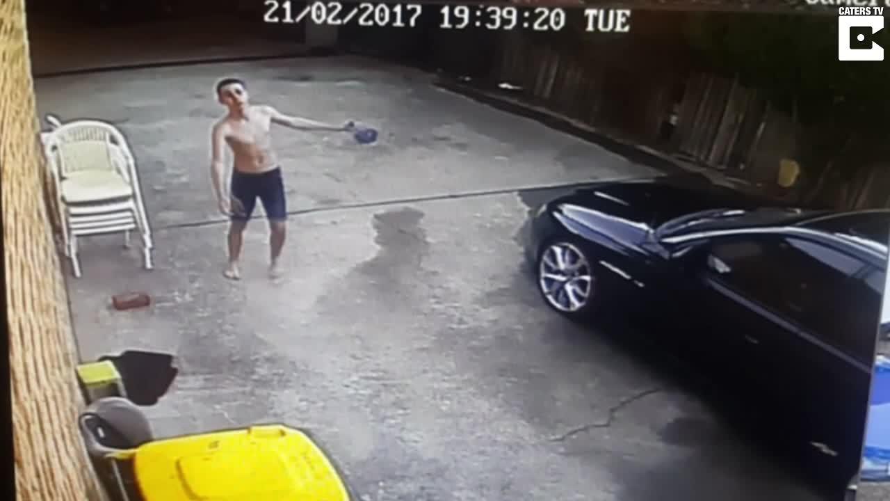 Dominic (16) vasker farens bil - leverer heftig dans på kjøpet