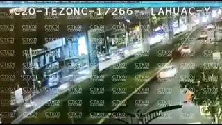 Viral:Se desploma una vía elevada con vagones del Metro de Ciudad de México