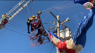 Santa rescued after snagging power lines in Sacramento