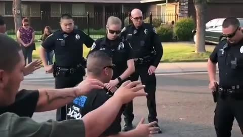 Powerful prayer for police in the street