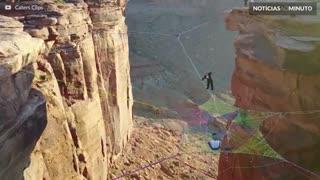 Casamento radical a 120 metros de altura no Utah
