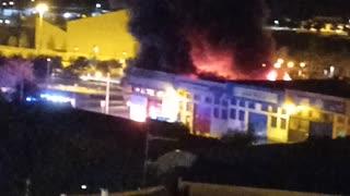 Gran incendio en una fábrica.
